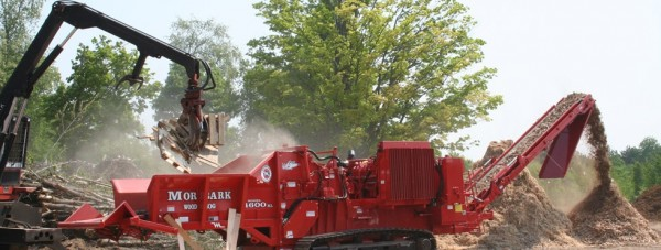 4600XL-track-Wood-Hog-Working-980x370